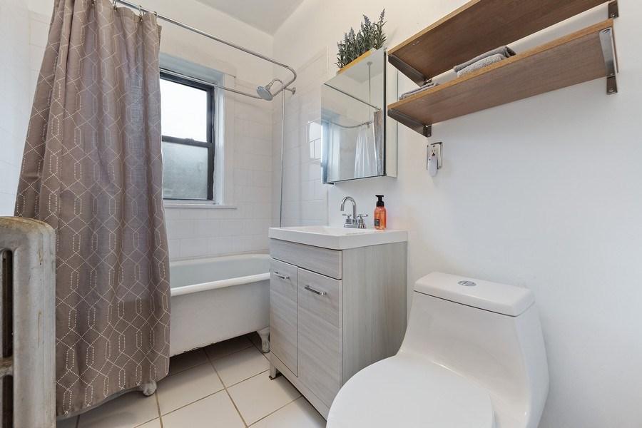 Real Estate Photography - 633 Garfield St, Oak Park, IL, 60304 - Bathroom