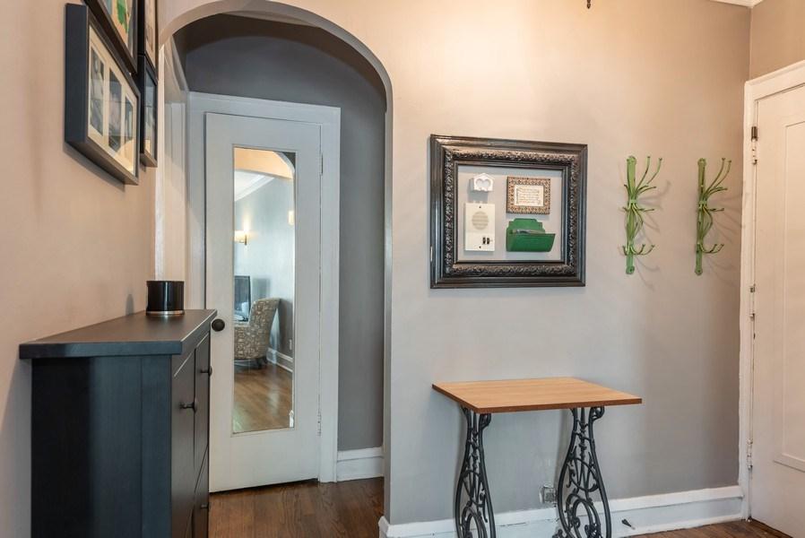 Real Estate Photography - 803 Elmwood, #1N, Evanston, IL, 60202 - Foyer