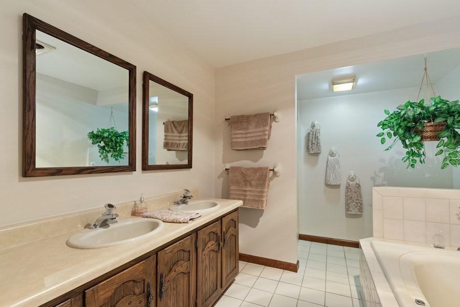 Real Estate Photography - 980 Oak Spring Ln, Libertyville, IL, 60048 - Master Bathroom
