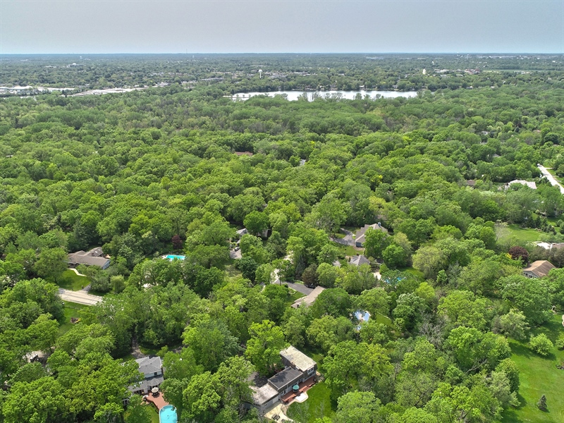 Real Estate Photography - 980 Oak Spring Ln, Libertyville, IL, 60048 - Close Proximity to Lake Minear, Trails & Downtown