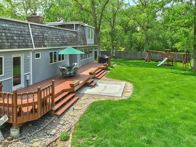 Real Estate Photography - 980 Oak Spring Ln, Libertyville, IL, 60048 - Rear Side