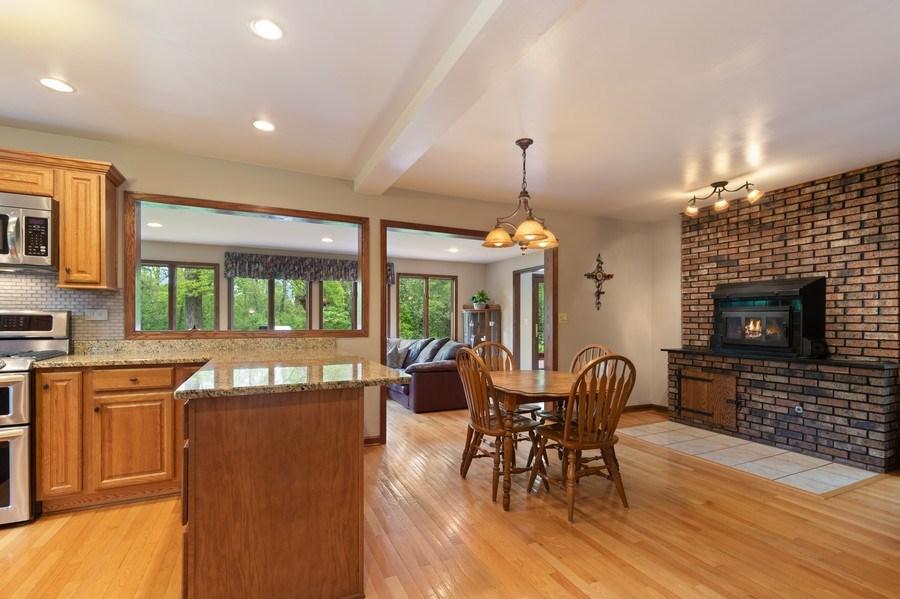 Real Estate Photography - 980 Oak Spring Ln, Libertyville, IL, 60048 - Kitchen / Breakfast Room