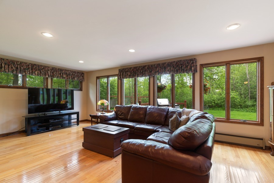 Real Estate Photography - 980 Oak Spring Ln, Libertyville, IL, 60048 - Family Room