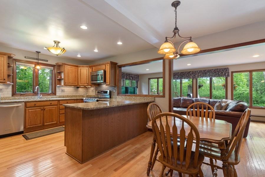 Real Estate Photography - 980 Oak Spring Ln, Libertyville, IL, 60048 - Kitchen