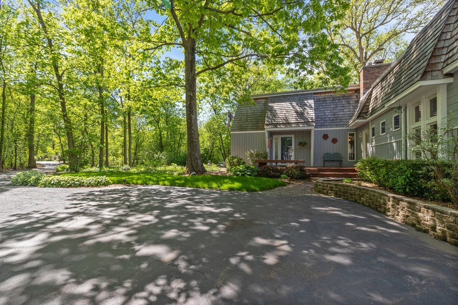 Real Estate Photography - 980 Oak Spring Ln, Libertyville, IL, 60048 - Front View