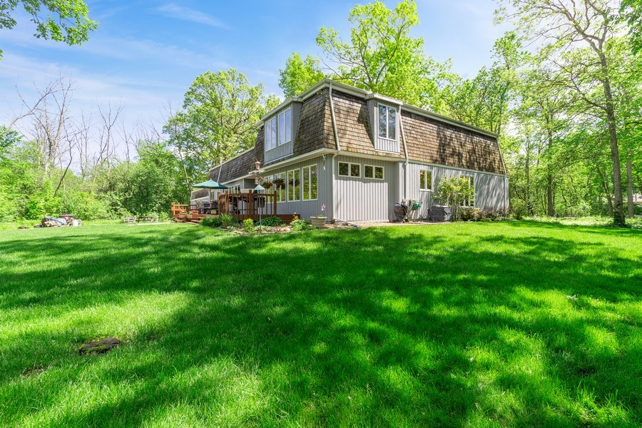 Real Estate Photography - 980 Oak Spring Ln, Libertyville, IL, 60048 - Side View