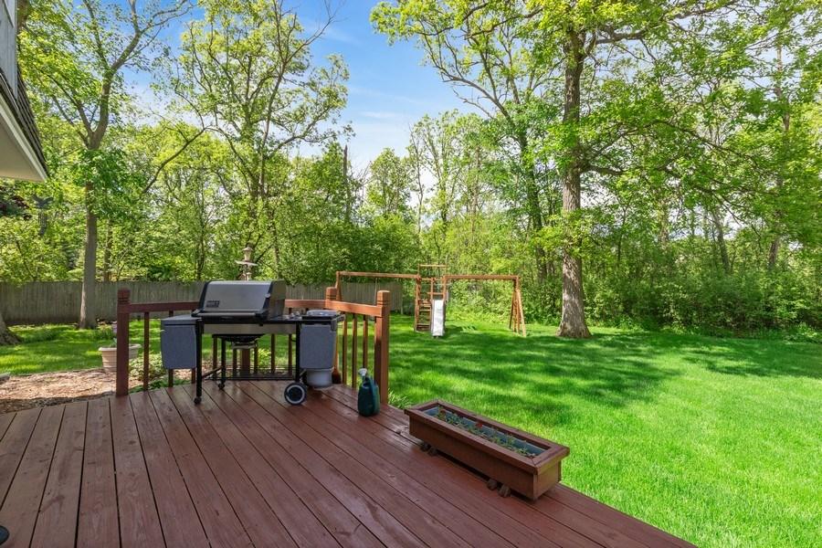 Real Estate Photography - 980 Oak Spring Ln, Libertyville, IL, 60048 - Deck