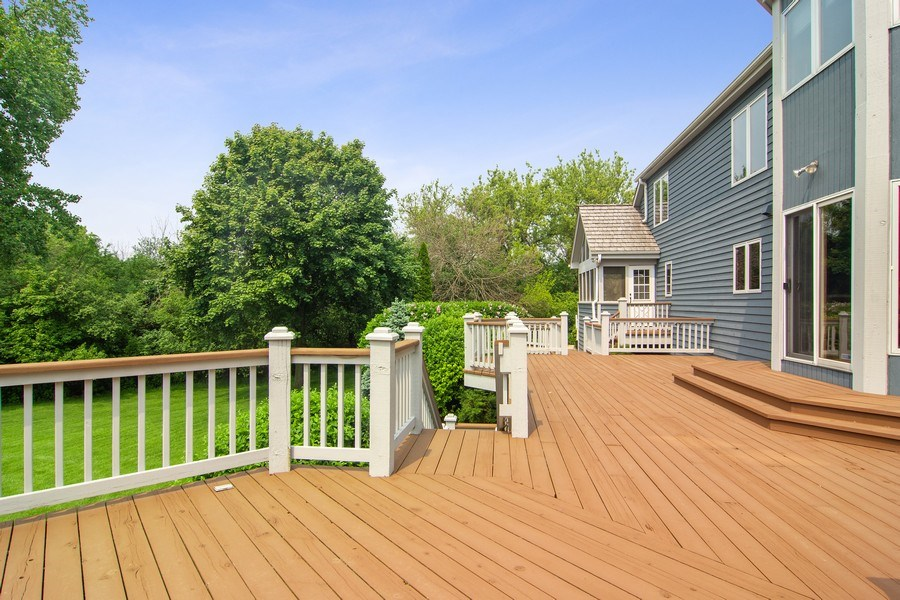 Real Estate Photography - 145 Cloverhill Lane, North Barrington, IL, 60010 - Deck