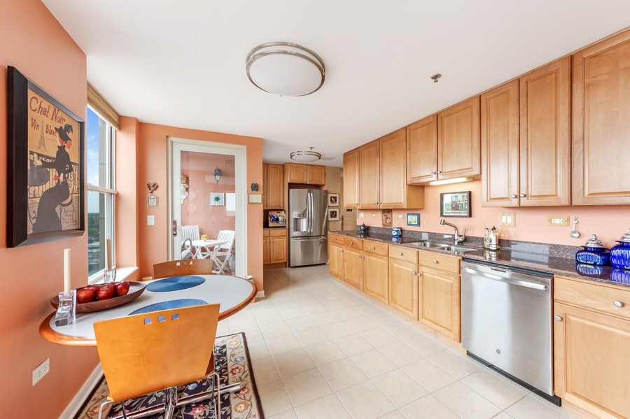Real Estate Photography - 77 S Evergreen Ave, #1201, Arlington Heights, IL, 60005 - Kitchen / Breakfast Room