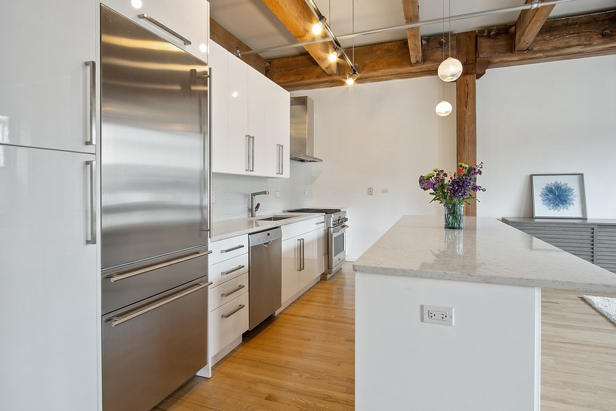 Real Estate Photography - 375 W Erie #524, Chicago, IL, 60657 - Kitchen