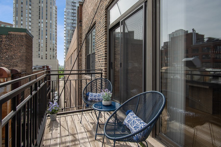 Real Estate Photography - 375 W Erie #524, Chicago, IL, 60657 - Deck