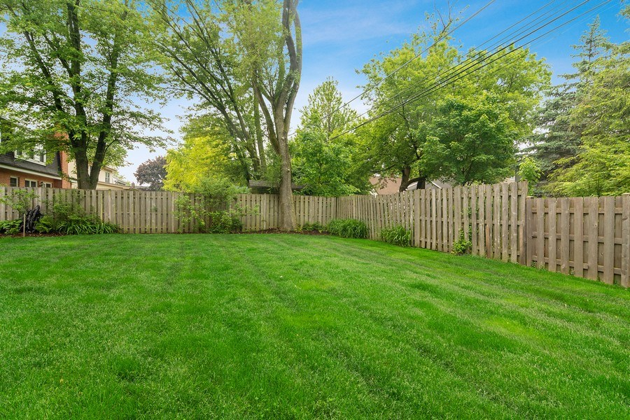 Real Estate Photography - 15 E Willow, Arlington Heights, IL, 60004 - Back Yard