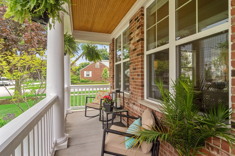 Real Estate Photography - 15 E Willow, Arlington Heights, IL, 60004 - Porch