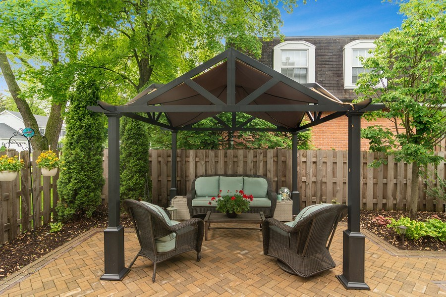 Real Estate Photography - 15 E Willow, Arlington Heights, IL, 60004 - Patio