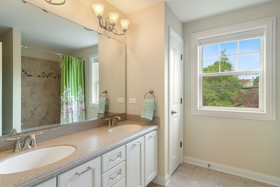 Real Estate Photography - 15 E Willow, Arlington Heights, IL, 60004 - 2nd Floor Full Bathroom