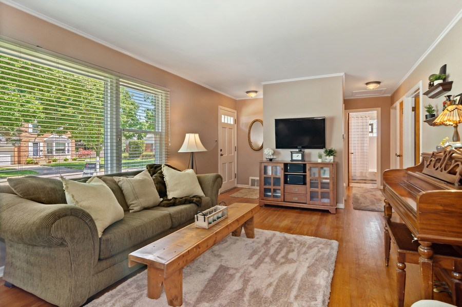 Real Estate Photography - 824 N Yale Ave, Arlington Heights, IL, 60004 - Foyer/Living Room