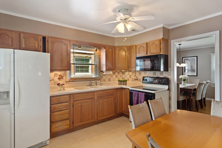 Real Estate Photography - 824 N Yale Ave, Arlington Heights, IL, 60004 - Kitchen / Breakfast Room