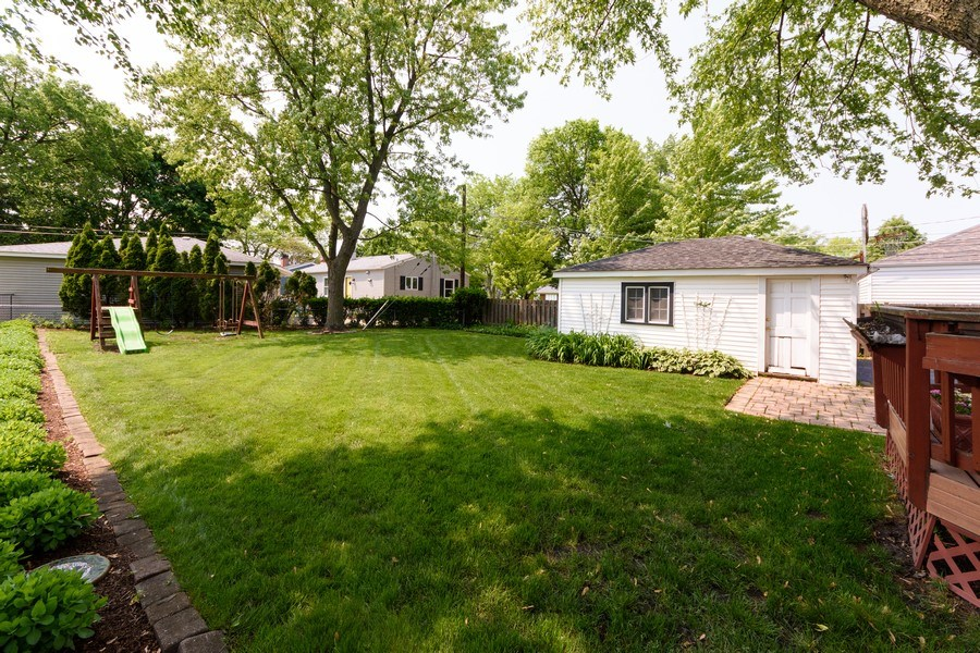 Real Estate Photography - 824 N Yale Ave, Arlington Heights, IL, 60004 - Back Yard