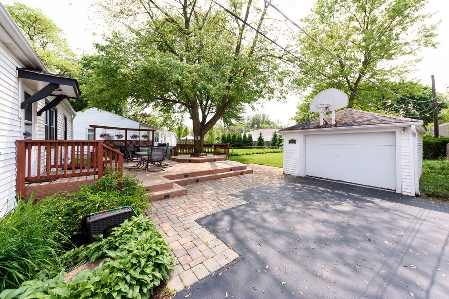Real Estate Photography - 824 N Yale Ave, Arlington Heights, IL, 60004 - Garage