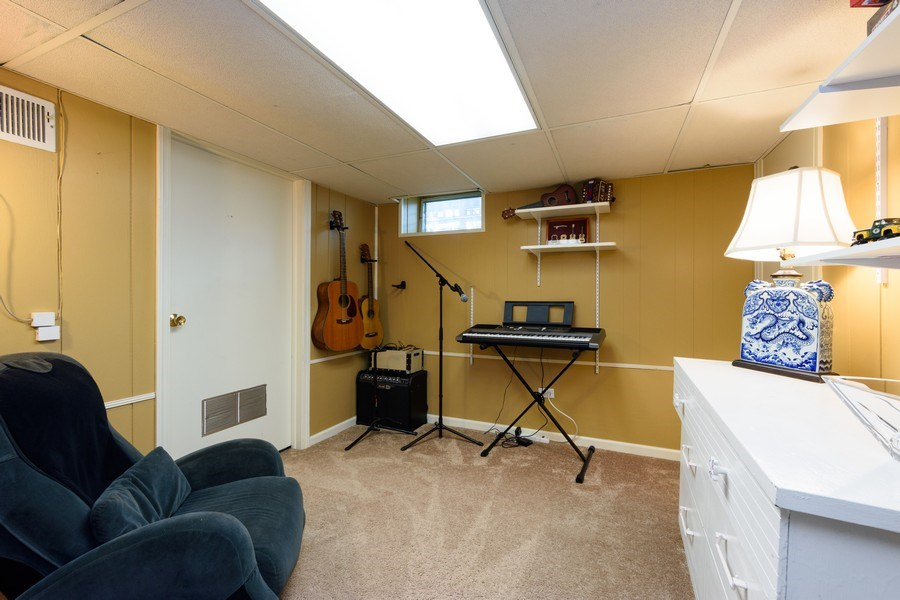 Real Estate Photography - 824 N Yale Ave, Arlington Heights, IL, 60004 - Office