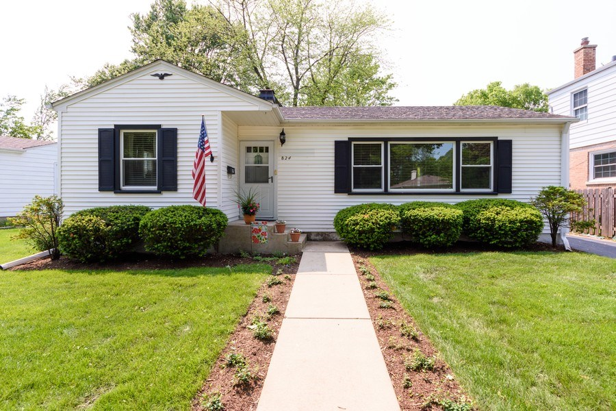 Real Estate Photography - 824 N Yale Ave, Arlington Heights, IL, 60004 - Front View