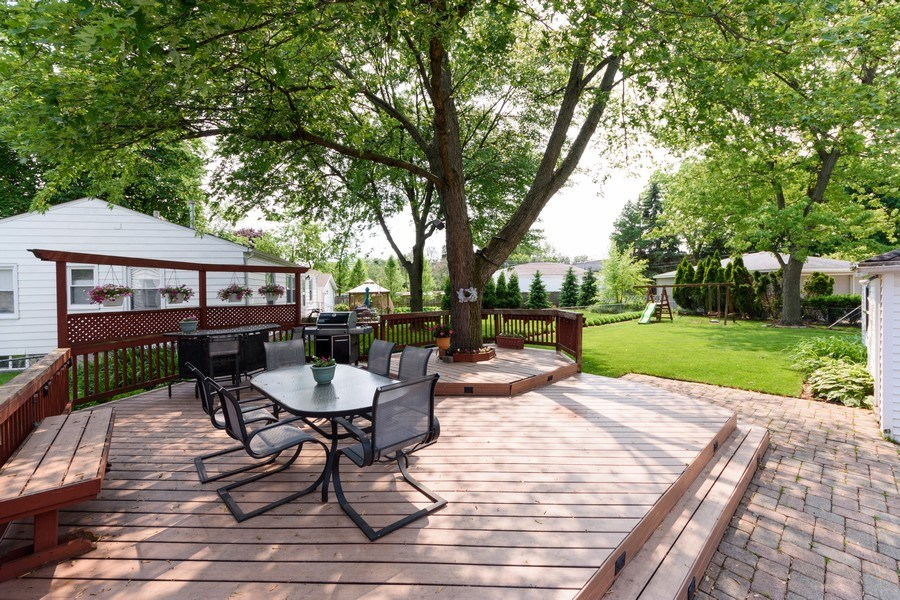 Real Estate Photography - 824 N Yale Ave, Arlington Heights, IL, 60004 - Deck