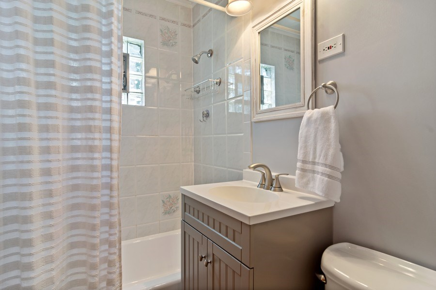 Real Estate Photography - 824 N Yale Ave, Arlington Heights, IL, 60004 - Bathroom