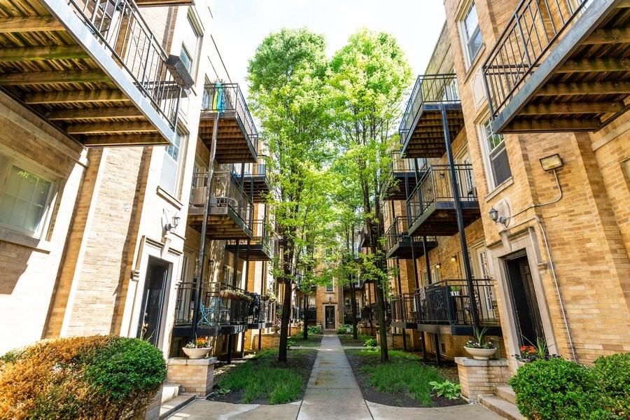 Real Estate Photography - 2241 1/2 Lincoln Ave, 3B, Chicago, IL, 60614 - Front View