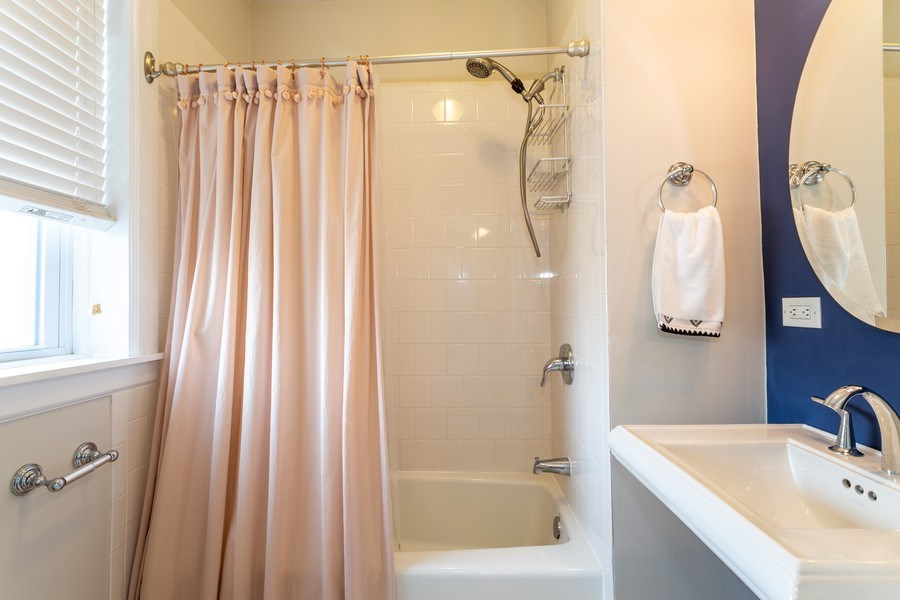 Real Estate Photography - 2241 1/2 Lincoln Ave, 3B, Chicago, IL, 60614 - Bathroom