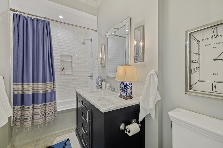 Real Estate Photography - 90 Indian Hill Road, Winnetka, IL, 60093 - 4th Bathroom