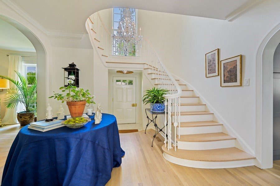 Real Estate Photography - 90 Indian Hill Road, Winnetka, IL, 60093 - Foyer