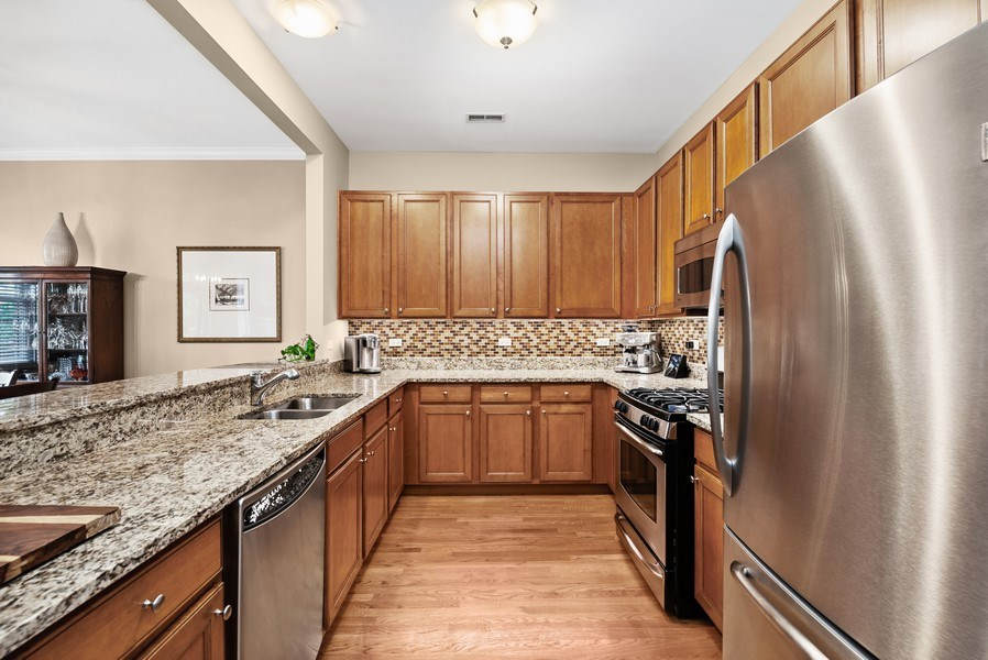Real Estate Photography - 4721 N. Clark St, #2N, Chicago, IL, 60640 - Kitchen