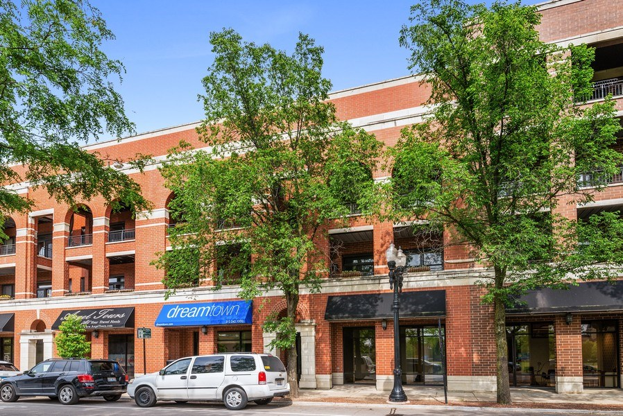 Real Estate Photography - 4721 N. Clark St, #2N, Chicago, IL, 60640 - Front View