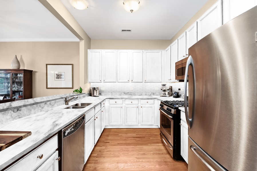 Real Estate Photography - 4721 N. Clark St, #2N, Chicago, IL, 60640 -