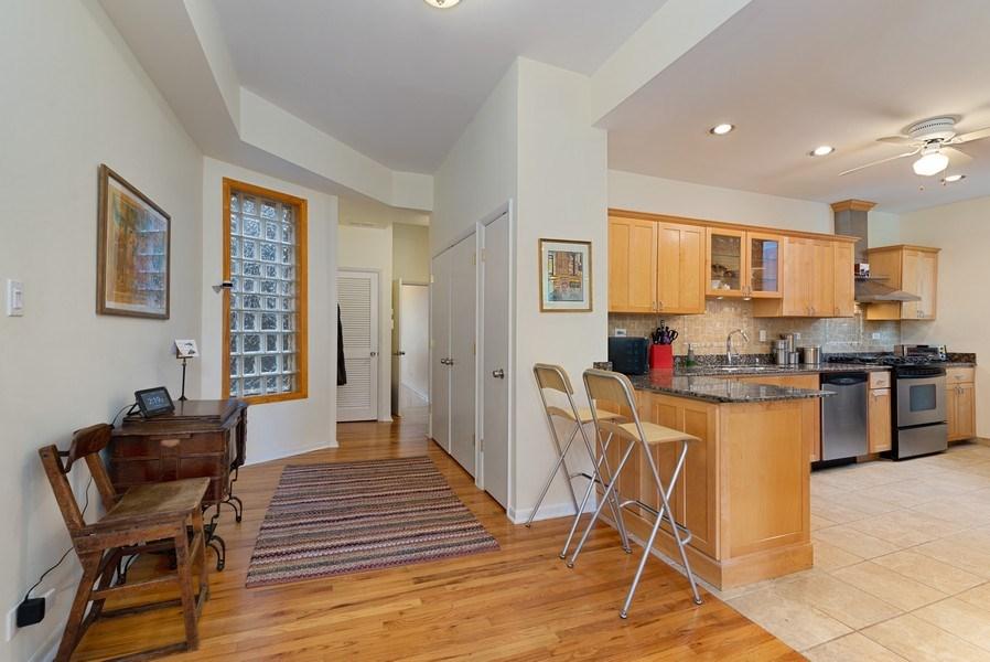 Real Estate Photography - 728 W Aldine Ave, Unit 2E, Chicago, IL, 60657 - Foyer