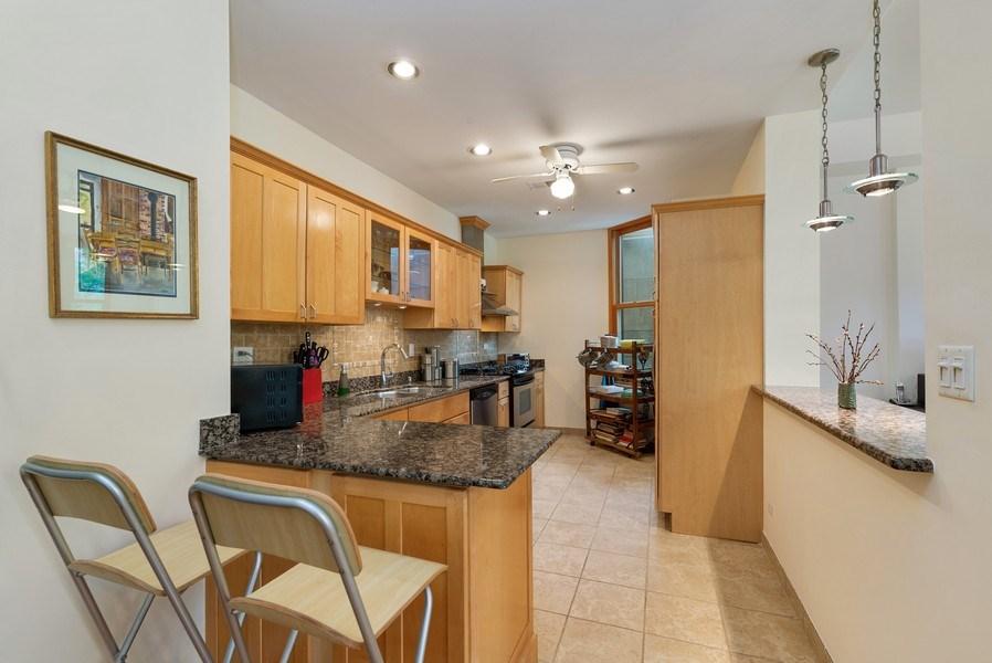 Real Estate Photography - 728 W Aldine Ave, Unit 2E, Chicago, IL, 60657 - Kitchen