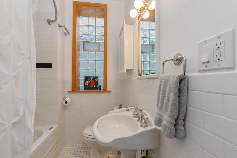 Real Estate Photography - 728 W Aldine Ave, Unit 2E, Chicago, IL, 60657 - Bathroom