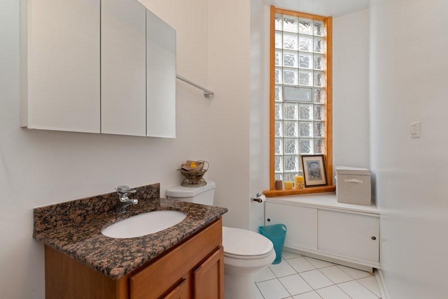 Real Estate Photography - 728 W Aldine Ave, Unit 2E, Chicago, IL, 60657 - 2nd Bathroom