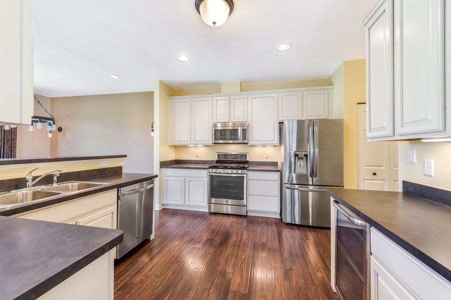 Real Estate Photography - 6N338 Whitmore Cir Unit A, St. Charles, IL, 60174 - Kitchen