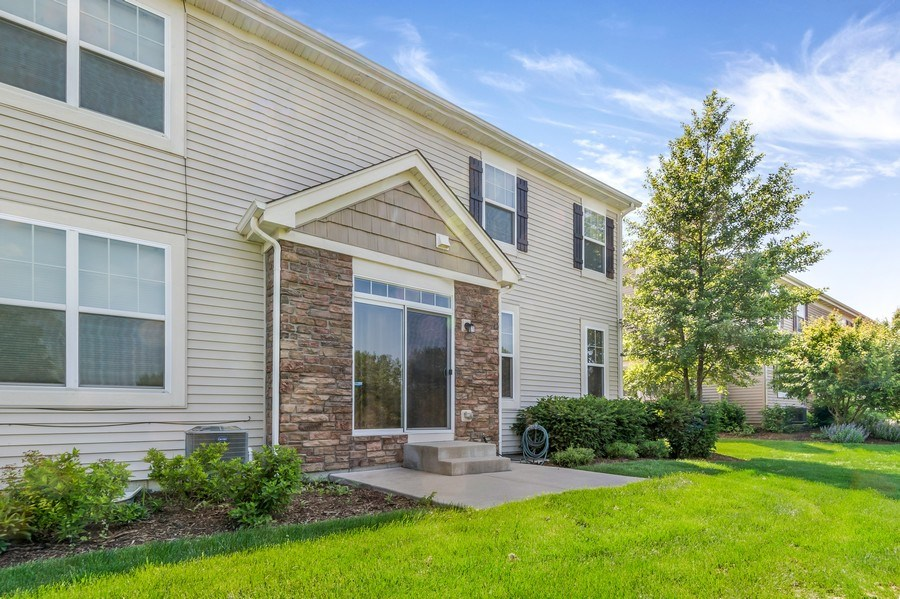 Real Estate Photography - 6N338 Whitmore Cir Unit A, St. Charles, IL, 60174 - Rear View