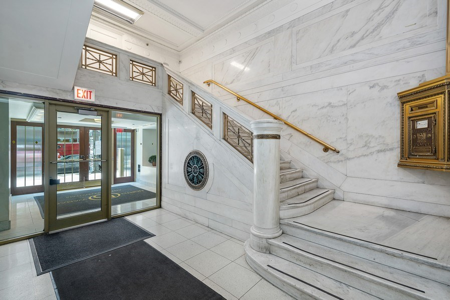 Real Estate Photography - 5 N Wabash, 1606, Chicago, IL, 60602 - Lobby