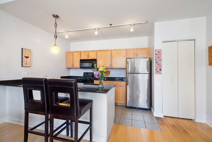 Real Estate Photography - 5 N Wabash, 1606, Chicago, IL, 60602 - Kitchen