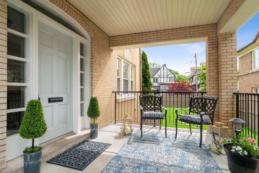 Real Estate Photography - 906 Columbian, Oak Park, IL, 60302 - Porch