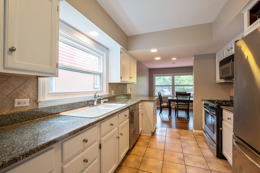 Real Estate Photography - 825 Marion Ave, Highland Park, IL, 60035 - Kitchen / Breakfast Room