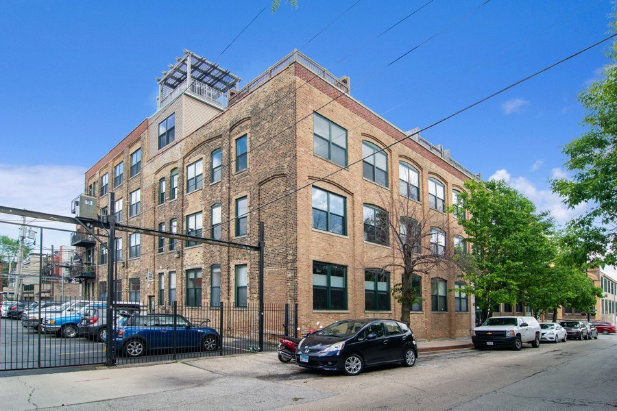 Real Estate Photography - 3201 N Ravenswood, #401, Chicago, IL, 60657 - Front View