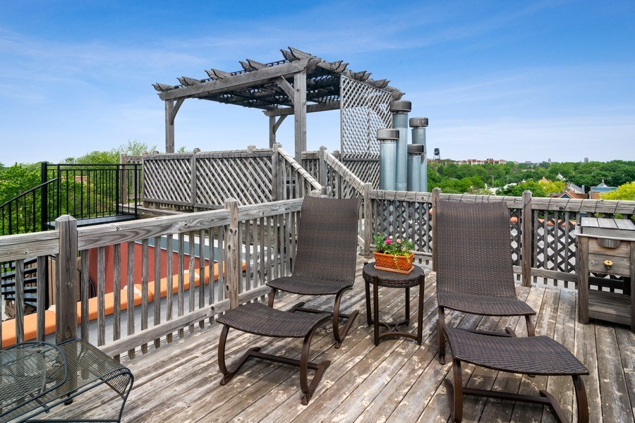Real Estate Photography - 3201 N Ravenswood, #401, Chicago, IL, 60657 - Deck