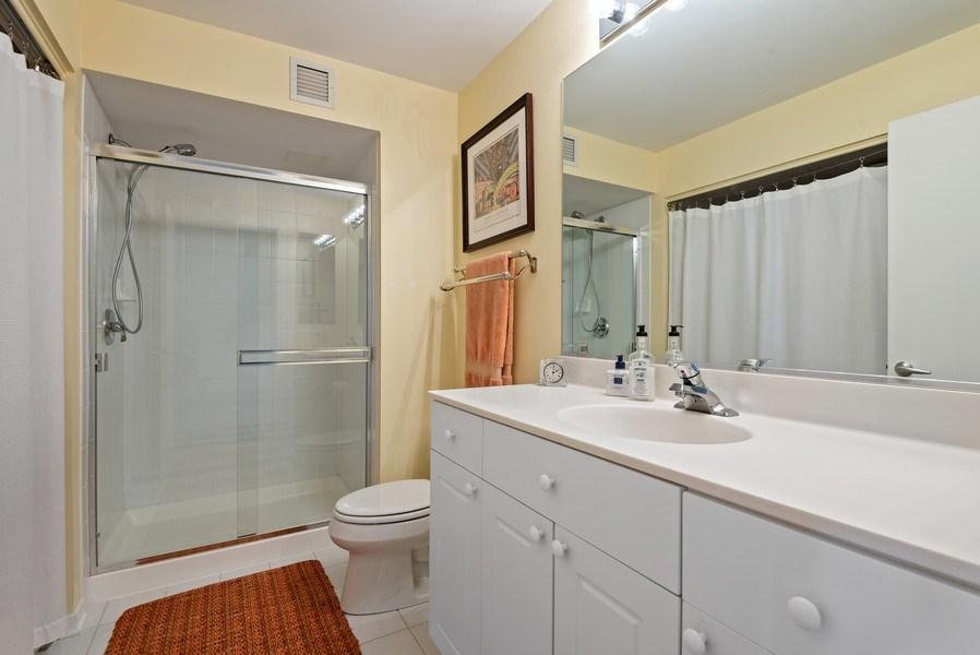 Real Estate Photography - 1640 Maple Avenue, 1207, Evanston, IL, 60201 - Bathroom