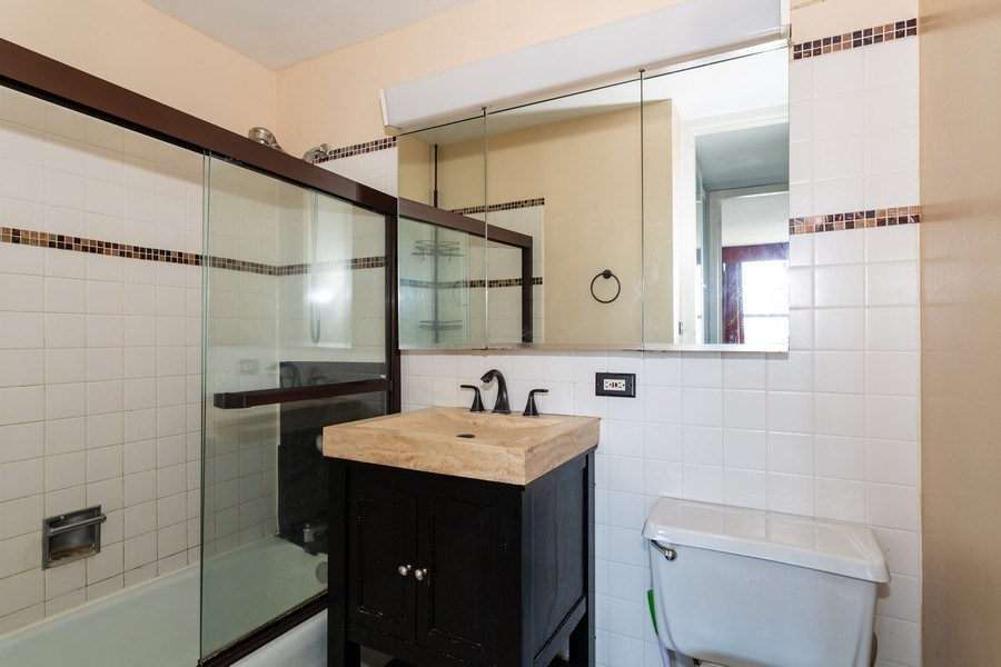 Real Estate Photography - 655 W Irving Park, 3216, Chicago, IL, 60613 - Bathroom