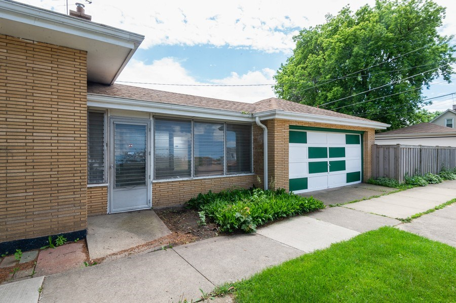 Real Estate Photography - 3800 Elmwood, Berywn, IL, 60126 - Garage
