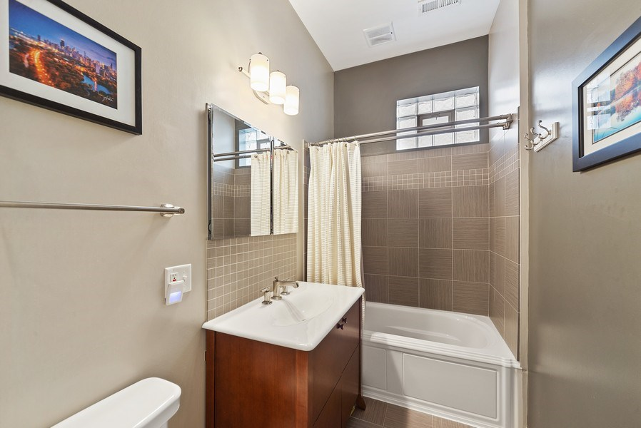 Real Estate Photography - 3753 N. Wilton #4, Chicago, IL, 60613 - Second Bathroom